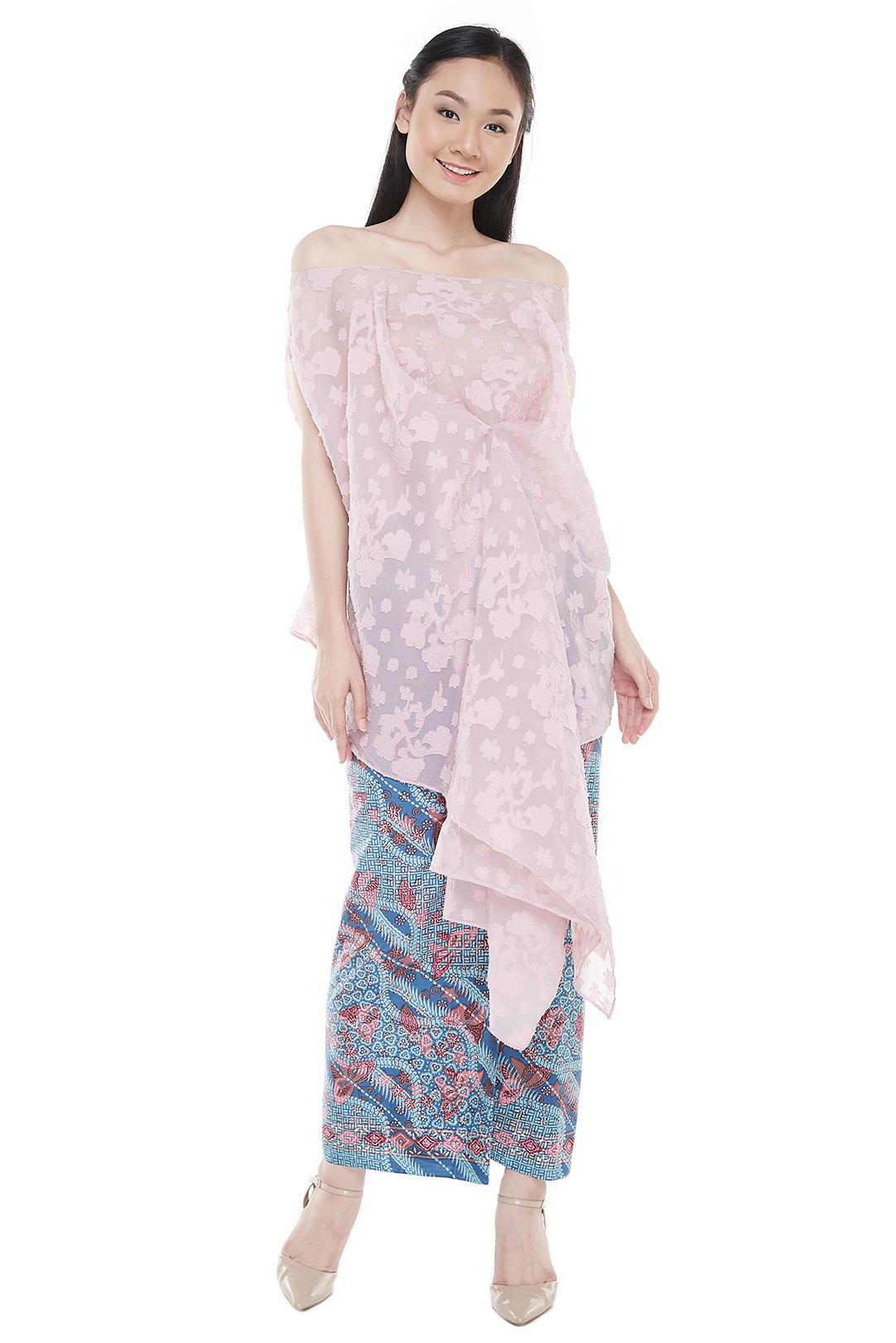 Pink off-shoulder kebaya